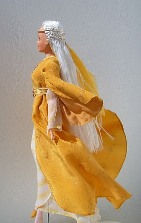 Elf lady in the yellow leaf collar dress from LOTR  - OOAK doll
